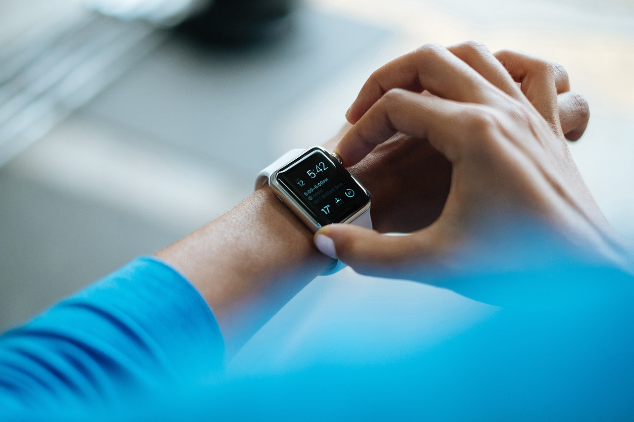 3 Ways Wearable Tech Can Improve Your Logistics