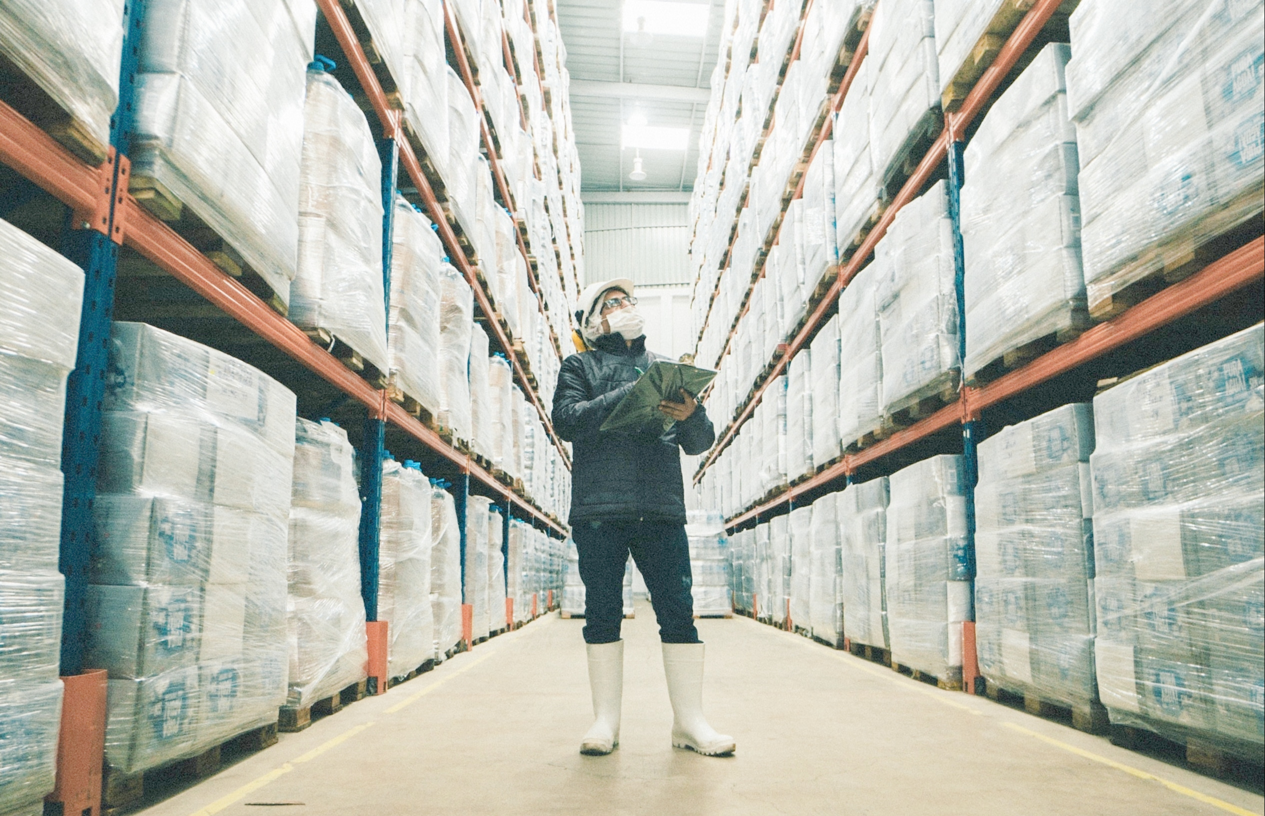 How To Balance Efficiency With Social Distancing In Your Warehouse